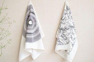 Great ecru tea towels with beautiful designs from the Dutch designer Jurianne Matter.100% organic cotton!