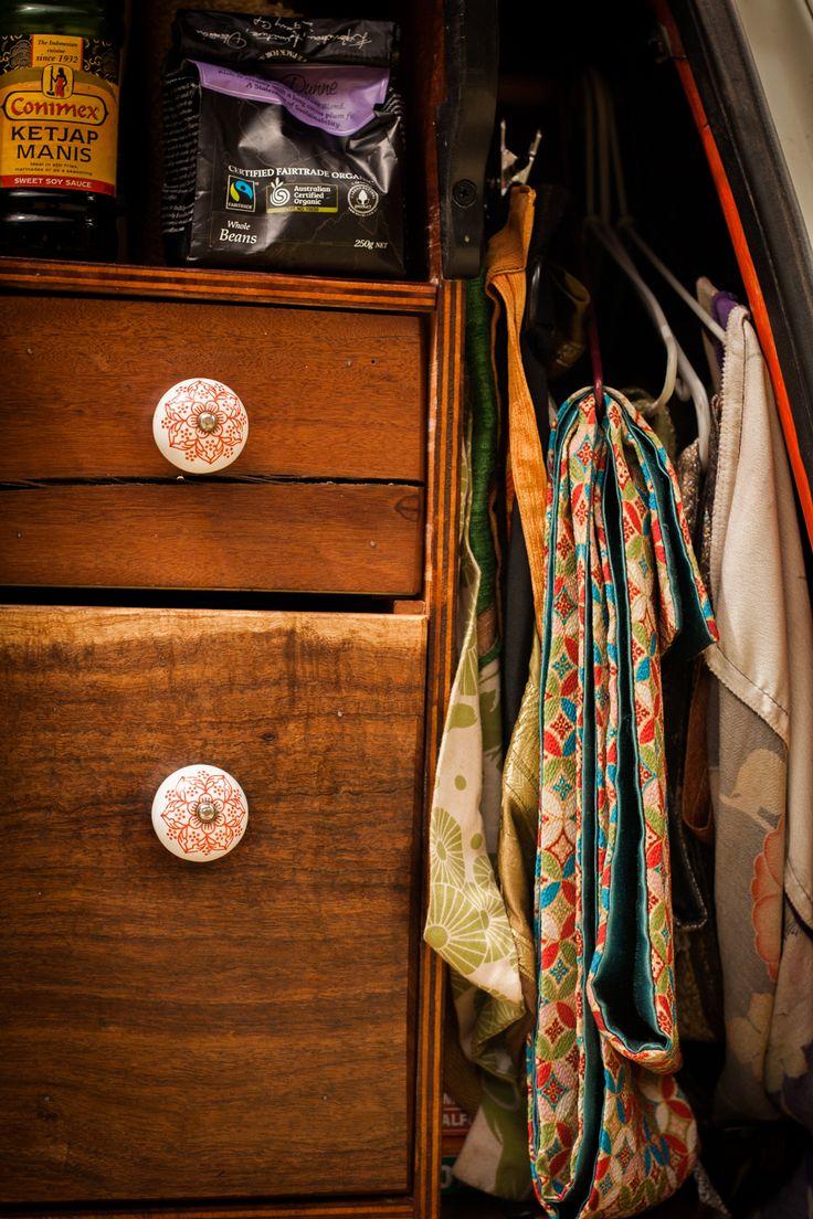 Hanging space for coat hangers.