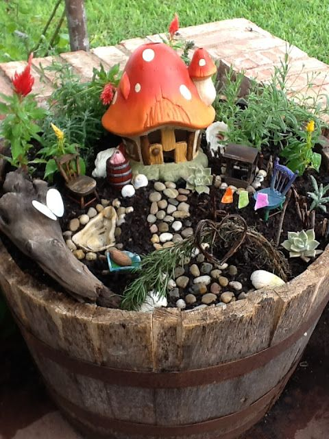 Fairy Garden... a cute project for when we have a kid in a couple years (8-10 yrs or so because I want to enjoy us as long as we can)...need to start collecting stuff now because I plan ahead like that !!! @Francisco Espinoza
