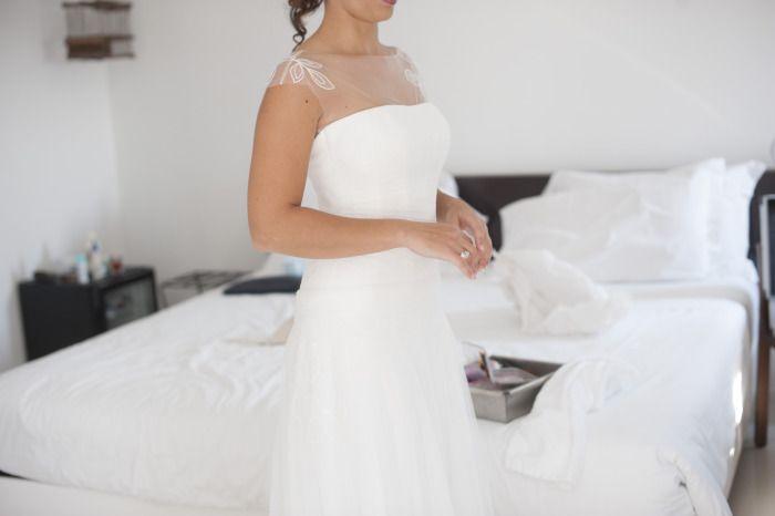 http://www.couturehayez.com/blog/cerimonia-nel-bosco-per-stefania-e-matteo-ispirazione-country-chic/  abiti-sposa-bianchi-leggeri-con-spalline, abiti sposa tema fiori, abito sposa atelier milano, abito sposa tema bucolico, abiti da sposa con fiori