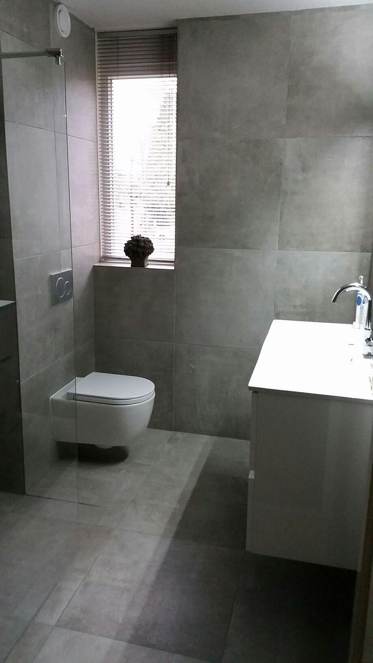 De 86 beste afbeeldingen over badkamers made by ceramique op pinterest toiletten vintage en - Badkamer betegeld ...