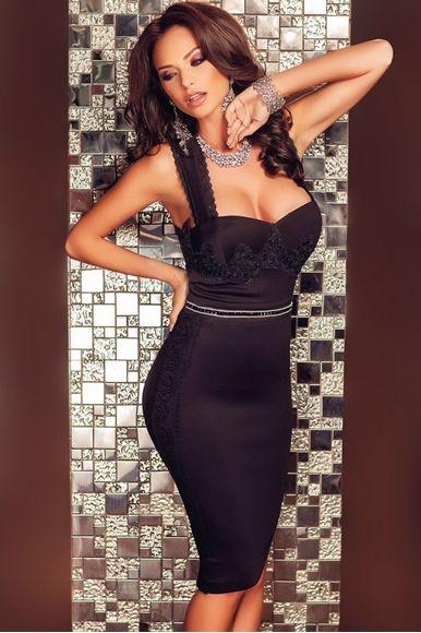 Vücudu Saran Dekolteli Özel Tasarım Çekici Sırt Dekolteli Kıyafet Seven til Midnight Markalıdır Askılı Asimetrik Tasarımı ile Çekici Bir Görünüm Sergiler