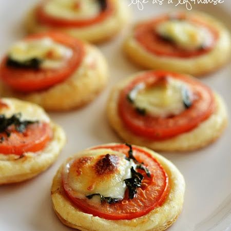 Mini Tomato & Mozzarella Tarts: Wonderful idea for appetizers or parties! Easy caprese on bread!