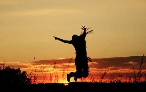 """""""EN VEZ de estar pensando donde seran tus proximas Vacaciones, posiblemente seria mejor estructurar tu Vida de tal manera que no tengas que querer ESCAPAR de ella!"""" Seth Godin ..... :) Cuando logramos encontrar aquello que nos APASIONAAAAAA, y nos Dedicamos a ello, el trabajo deja de ser Trabajo, y se Convierte en VACACIONES PAGADAS !!!!!!!! y que sigaaaaa la fiestaaaa!"""
