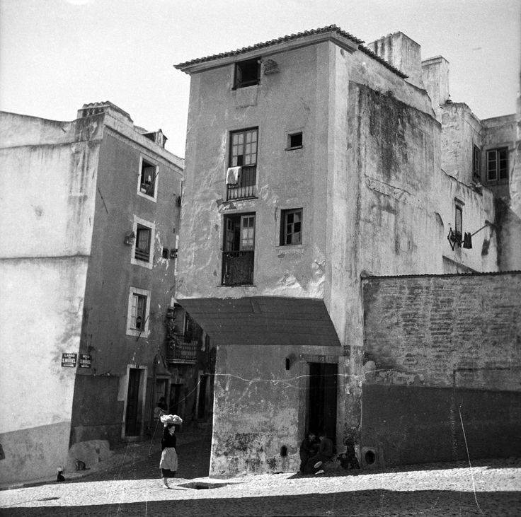 Alfama, Lisboa, Portugal Undated photograph. Produced during the activity of Studio Mário Novais: 1933-1983. via Biblioteca de Arte-Fundação Calouste Gulbenkian