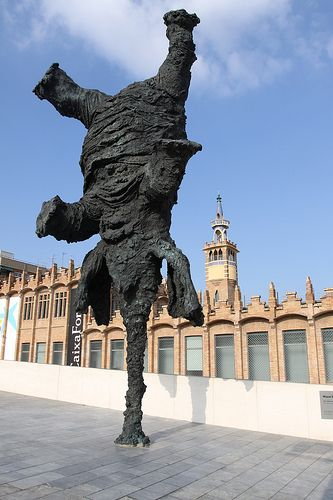 Elephant sculpture by miquel barcel in front of for Elephant barcellona