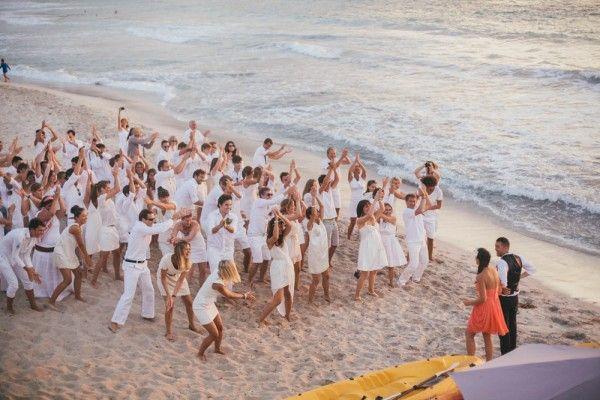 les mariés en couleur, les invités en blanc... commune