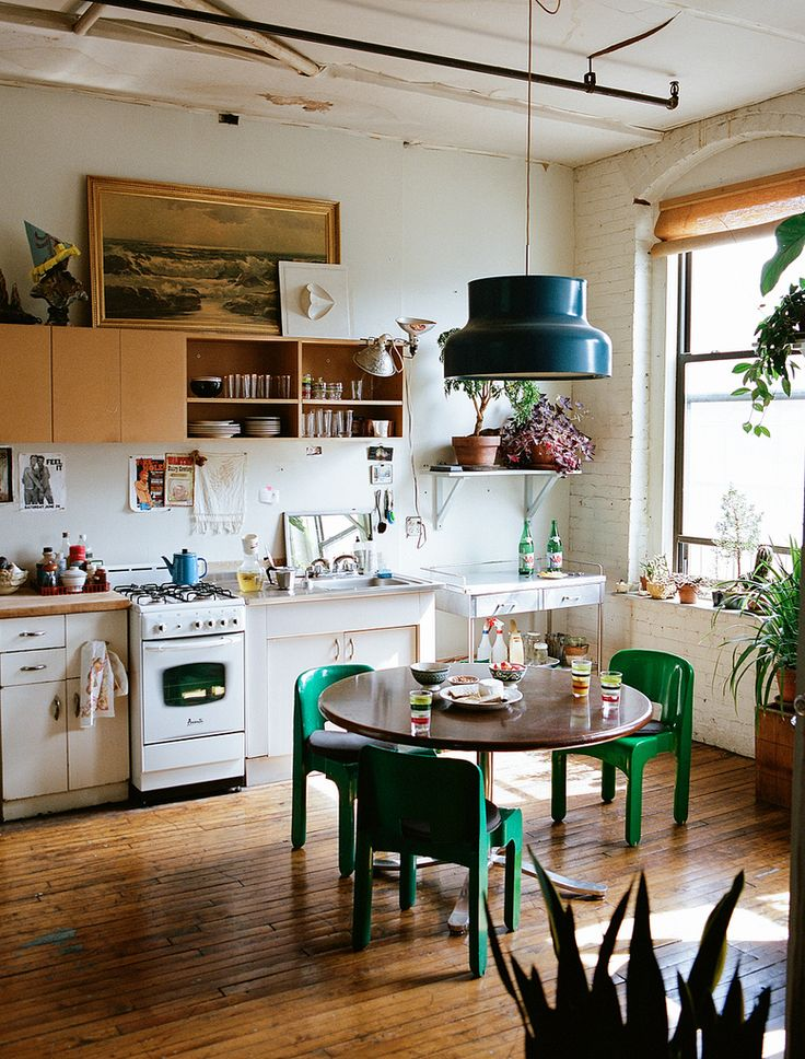 Small Kitchen Space Diggin The Green Chairs Industrial Look Dont Like Stove Tho