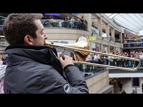 A surprise performance of Ravel's Bolero stuns shoppers! - YouTube