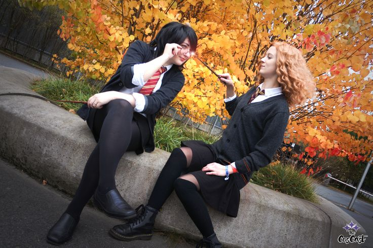 Harriette Potter (Harry Potter genderbend) and Hermione Granger. Harriette by Pixiedust Cosplay. Hermione by Bekkso Cosplay. Photo by Enyassia Cosplay.