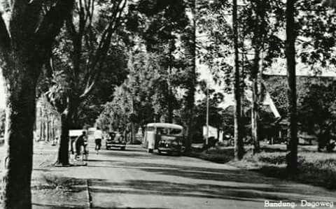 De Dagoweg in Bandoeng 1920-1940.