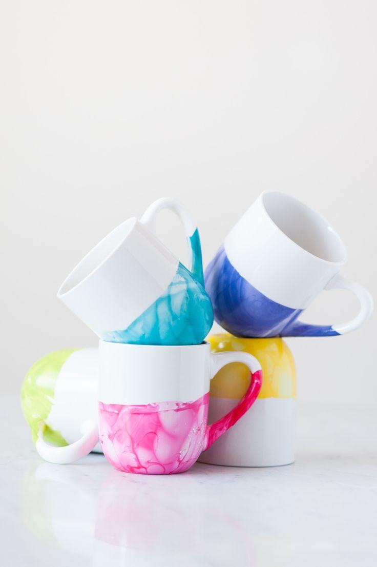 DIY: marble dipped mugs