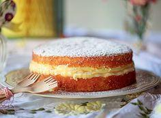 O clássico doce de padaria também pode ser servido como sobremesa! Aprenda a receita de bolo de sonho.