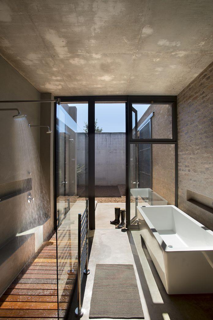Thomas Gouws Architects - House Kleynhans Main Bathroom