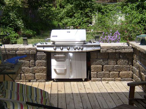 A Simple alternative to actually building in a bbq. This look can be created with any style of gas bbq.