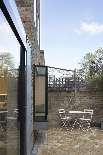 Projecting window box to Grade II listed home. ARCHEA Architecture | Development