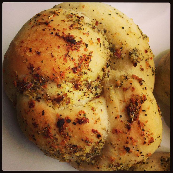Italiaanse Knoflookbroodjes - I am Cooking with Love Heerlijk geurende broodjes. Lekker bij een soepje of gewoon tussendoor.
