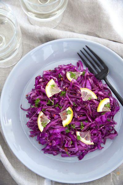 ハロウィンにもおすすめの紫キャベツのマリネ。作り置きにしておけば、お弁当やサンドイッチの具材などに活用できます。