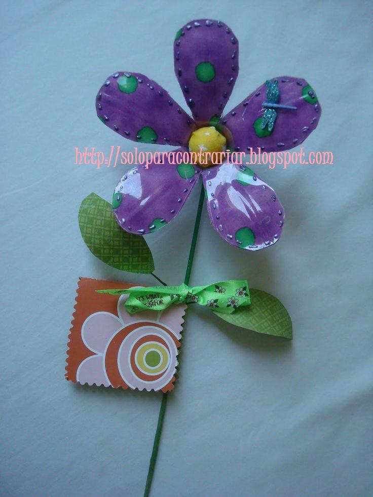 Flores con tela ,usando botellas de plastico
