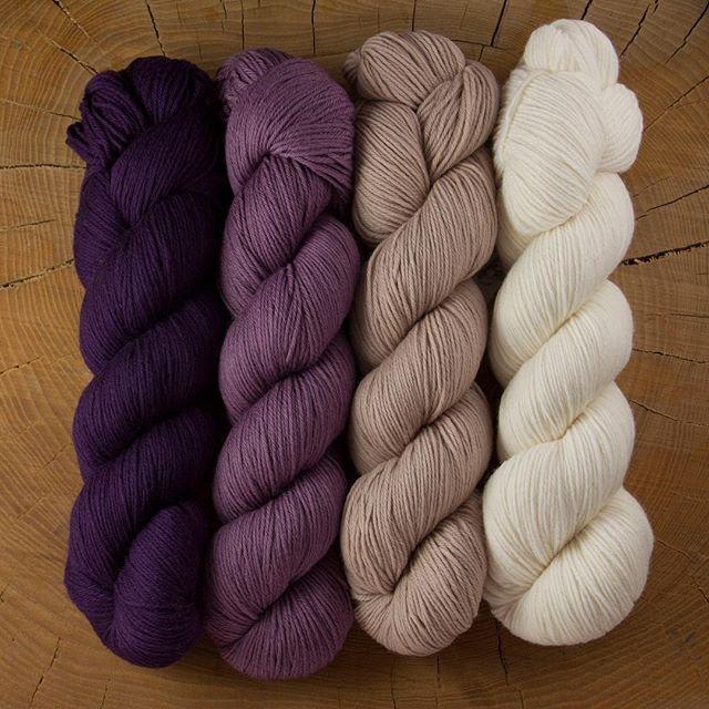 Så er der nyt på bloggen ✨ Se link i bio  #rosygreenwool #cheekymerinojoy #merino #merinould #økologisk #garn #økogarn #uldgarn #hækle #strikke #organic #yarn #crochet #knitting #knit #patagonia #wool #ecoknittingdk #shopsmall
