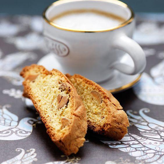 Recept direkt från en kokerska på ett vinslott i Toscana – kan det blir pålitligare?! Skorporna är lättbakade och smaksatta med vanilj och citronskal.