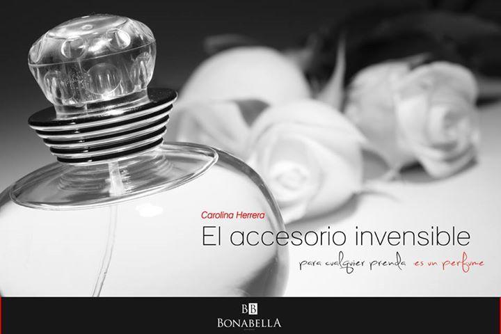 El aroma de un buen perfume siempre hará ver más bellos lo que te pongas.