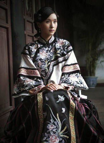 Chinese woman wearing the Qing Dynasty version of the qipao