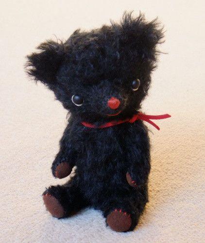 テディベアです。珍しく黒いモヘアで作ってみました。身長15.5cm。|ハンドメイド、手作り、手仕事品の通販・販売・購入ならCreema。