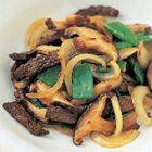Een heerlijk recept: Rundvlees met shii-take en peultjes uit de wok
