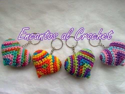 llavero corazón encantos al crochet