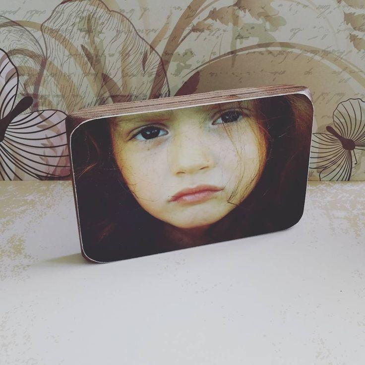 Foto op houtblok met kersen kleur afwerking. Geeft weer een heel ander effect aan het houtblok. #handmadewithlove #fotografie