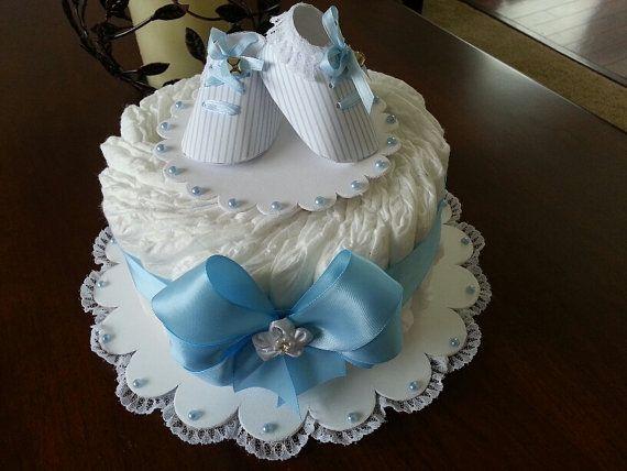 Una grada azul y blanco pastel de pañales / por TheCarriageShoppe
