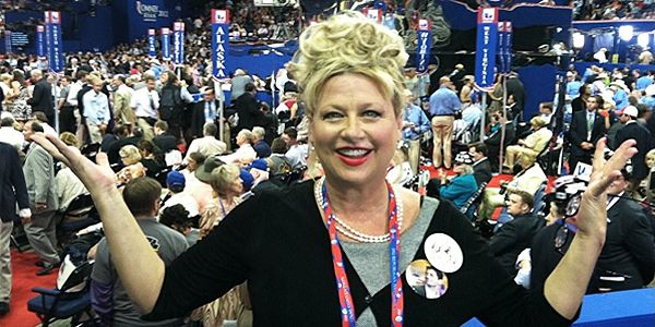 Victoria Jackson tries to exercise her constitutional right to free speech. Her criticism of islam resulted in her microphone being turned off and she was not allowed to speak on a US college campus.