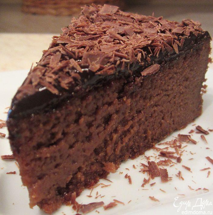 Безумно нежный... влажный...тающий во рту... трюфельно-кремовый тортик! очень шоколадно и сливочно! Делается за пару минут, главное дождаться выпекания и охлаждения))... Перед новогодней ночью можно без особых услилий и времязатрат быстренько подготовить этот десерт и остальное время уделить себе!... Это ОЧЕНЬ вкусно!!!:)