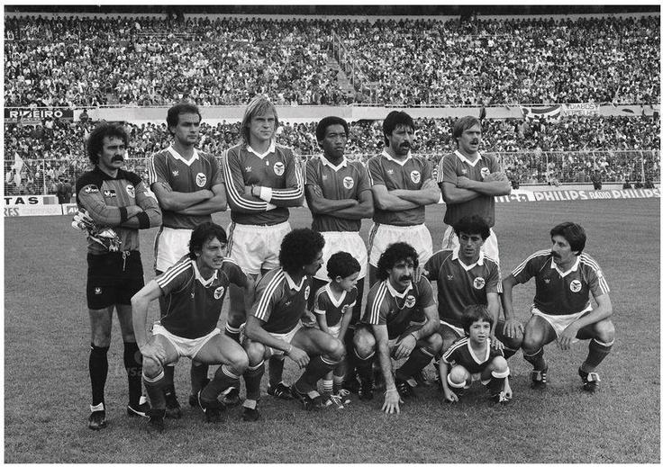 Chalana Benfica: Cima: Bento, Oliveira, Manniche, Shéu, Bastos Lopes E