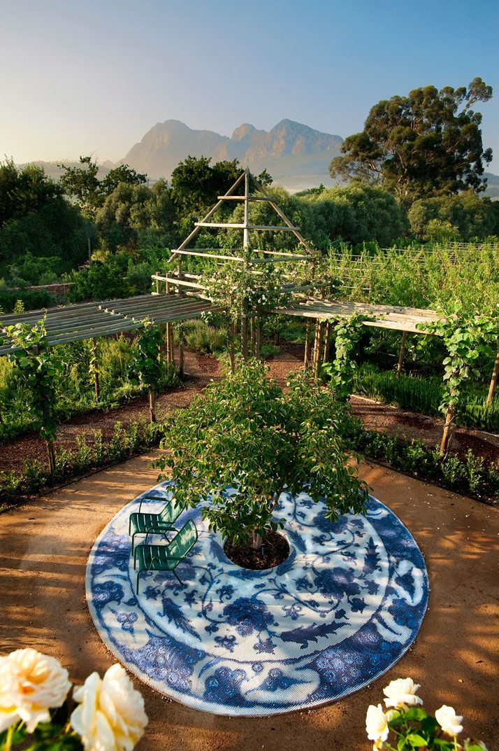 In November we presented the wonderful world of Babylonstoren. This luxury hotel located in South Africa's Cape Winelands overwhelmed its guests and our readers with its working farm renovation. Co-owner Karen Roos's vision for outdoor living became a reality and she did not stop there. Together with her team, Babylonstoren now has a proud addition to its vast family plantation.