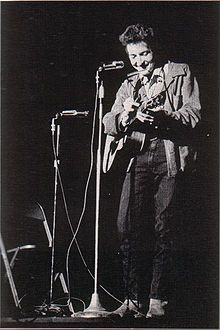 El veritable nom de Bob Dyland, és Robert Allen Zimmerman.