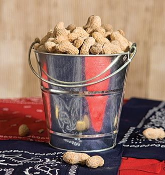 These Western Tin Buckets are great snack buckets for peanuts or candy. Stumpsparty.com