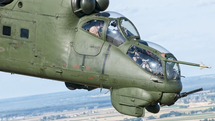 Amazing Mil Mi-24 Hind gunship air-to-air photoshoot