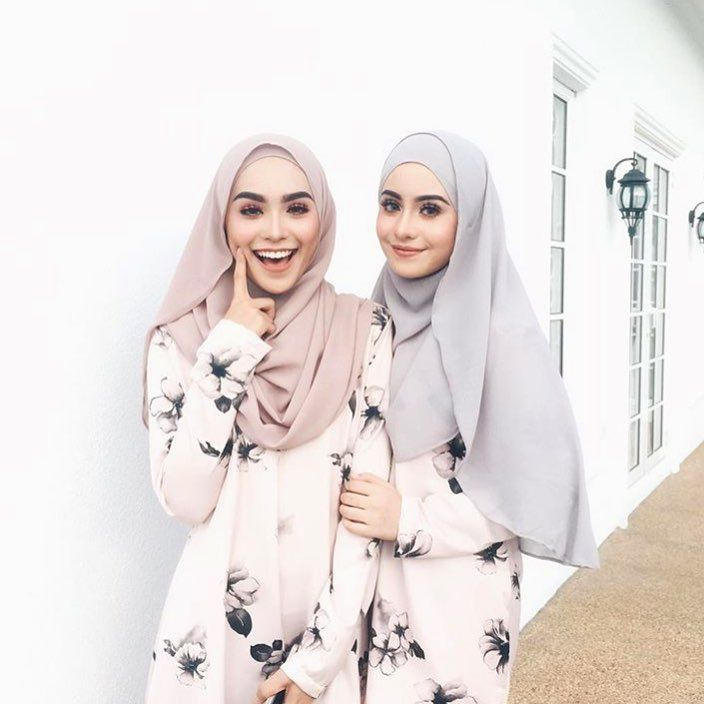 "29k Likes, 141 Comments - Sharifah Rose Sabrina (@sharifahrose_) on Instagram: ""@umma.my will always be fav to classes! ✨"""