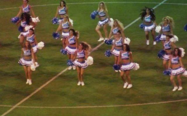 Le cheerleader e l'esordio al San Paolo: Napoli in campo #napoli #benfica #cheerleaders #sanpaolo