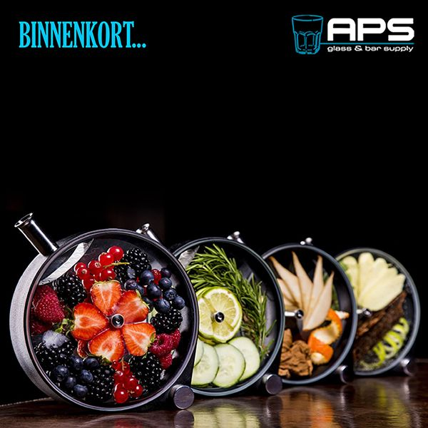 Heb jij ideeën voor de ideale Porthole infusion? Houd dan morgen onze Pinterest in de gaten.   #APS #infusions #Porthole #glaswerk #cocktails #mixology #nieuw #karaf