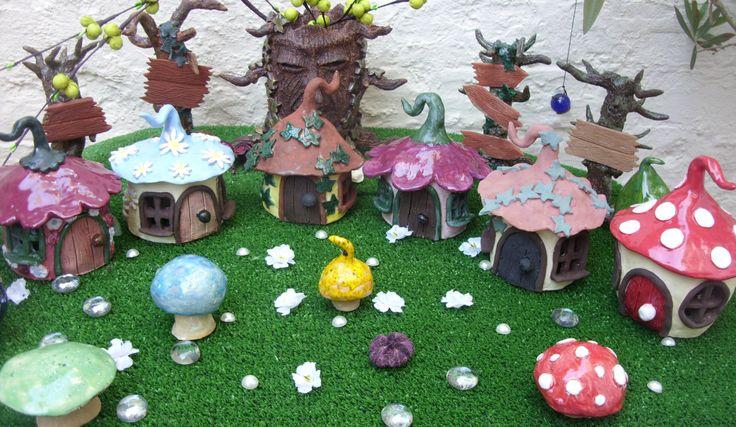 Giardino di ceramiche artigianali Fantasy fata case di BlackMoonAtelier su Etsy https://www.etsy.com/it/listing/386238792/giardino-di-ceramiche-artigianali