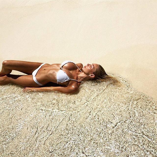 When you finally get a tan 👳🏾 Photo: @annetterian 📷 #maldives #maldivesislands #anantara #chill