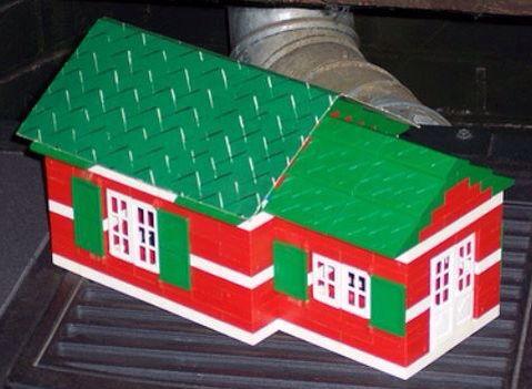 """Costruzioni Plastic City, di ItaloCremona. Conservo ancora alcuni di questi mattoncini, """"fratelli poveri"""" dei più famosi Lego."""