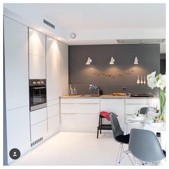 | D E T A L J E R | Sjekk dette lekre HTH kjøkkenet til @moderne_stil ! En smart kjøkkenvifte festet i taket gir et rent uttrykk - og litt ekstra pl... - HTH Kjøkken, Bad og Garderobe (@hthnorge)