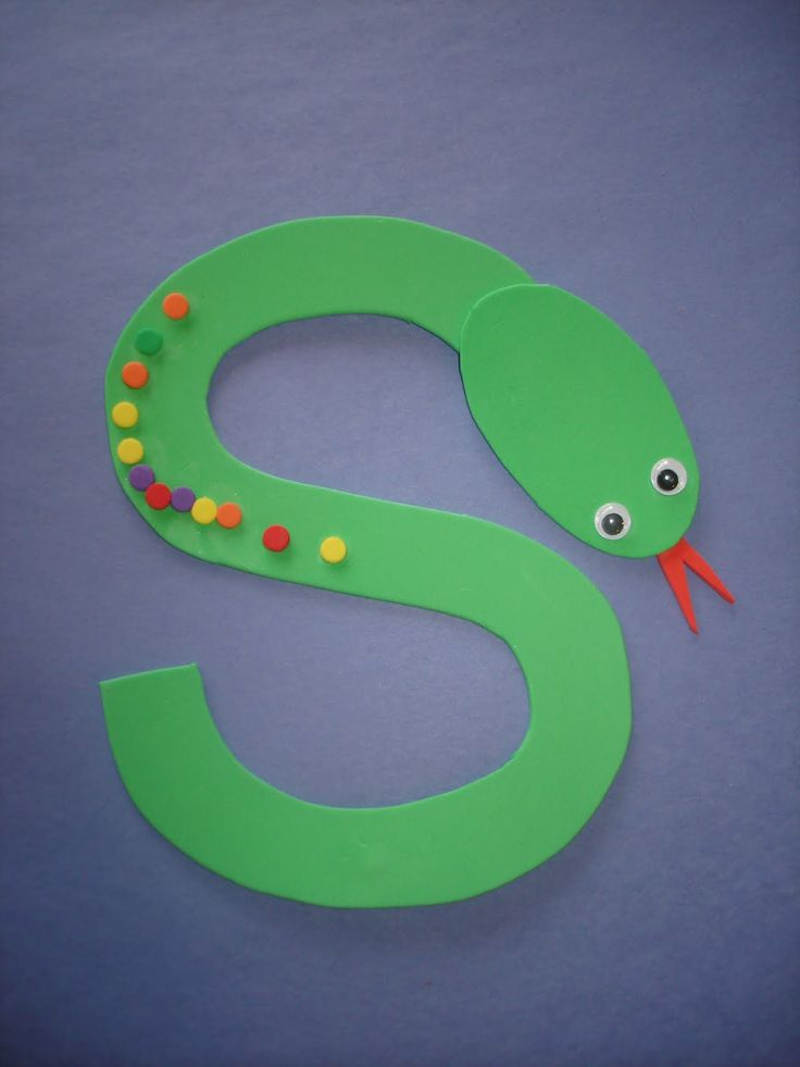 "letter ""s"" snake...use fruit loops? or colored dot stickers to cover the…"