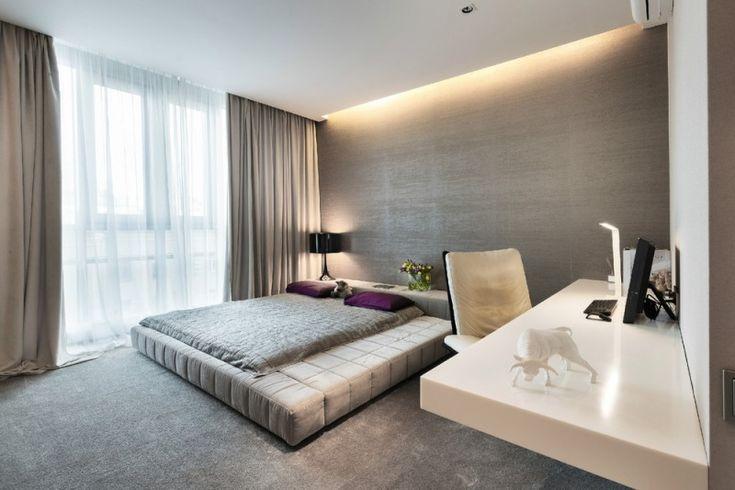 chambre à coucher en gris avec un faux plafond lumineux