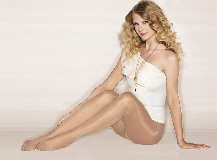 Taylor Swift in tights