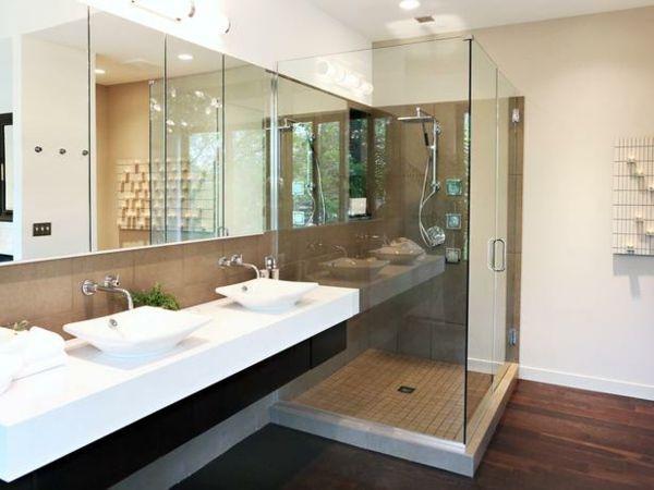 Holz Boden Glas Duschkabine langer Spiegel
